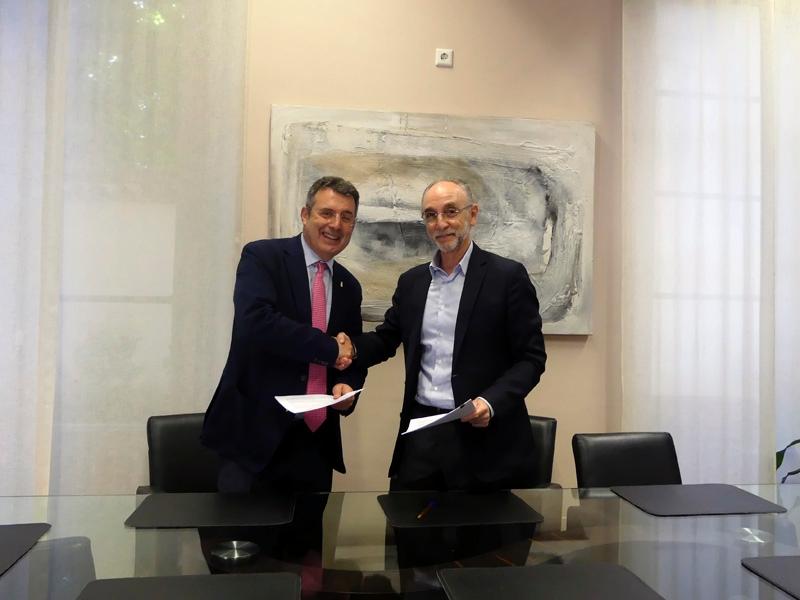 Foto 3 : La Fundació Unió Esportiva d'Olot signa un conveni amb la Diputació de Girona per a un projecte esportiu social, adaptat i inclusiu