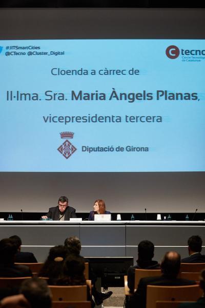 Foto 6: La vicepresidenta M Àngels Planas assisteix a la Jornada d'Innovació Tecnològica en Smart Cities<br>