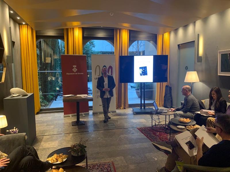 Foto 2 : <p>El cicle expositiu de Les Bernardes 2020 continua oferint una perspectiva des de la perif&egrave;ria</p>