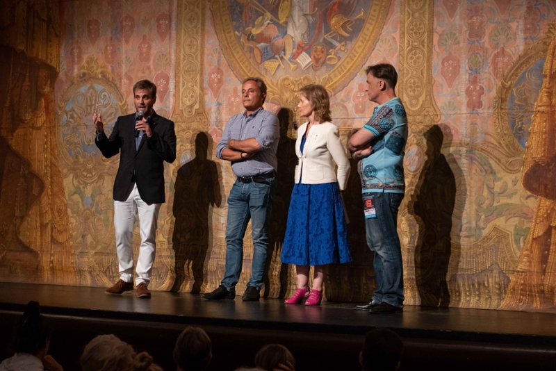 Foto 2 : <p>El FITAG exhaureix les entrades de l&rsquo;espectacle inaugural amb una proposta transgressora interpretada per actors de vuit pa&iuml;sos</p>