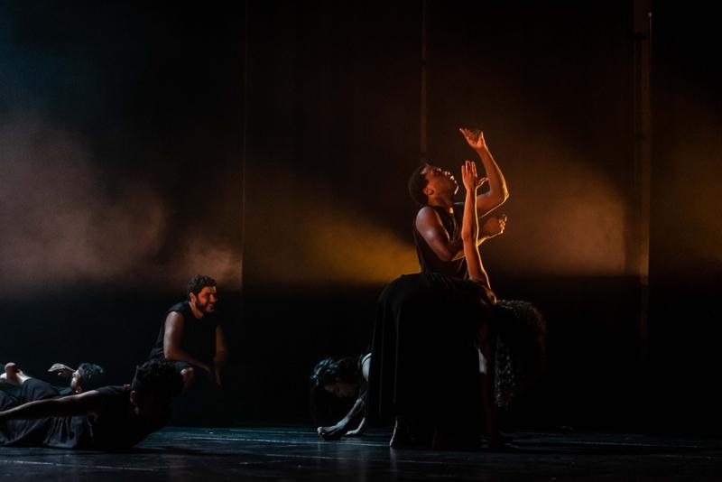 Foto 3 : <p>El FITAG exhaureix les entrades de l&rsquo;espectacle inaugural amb una proposta transgressora interpretada per actors de vuit pa&iuml;sos</p>