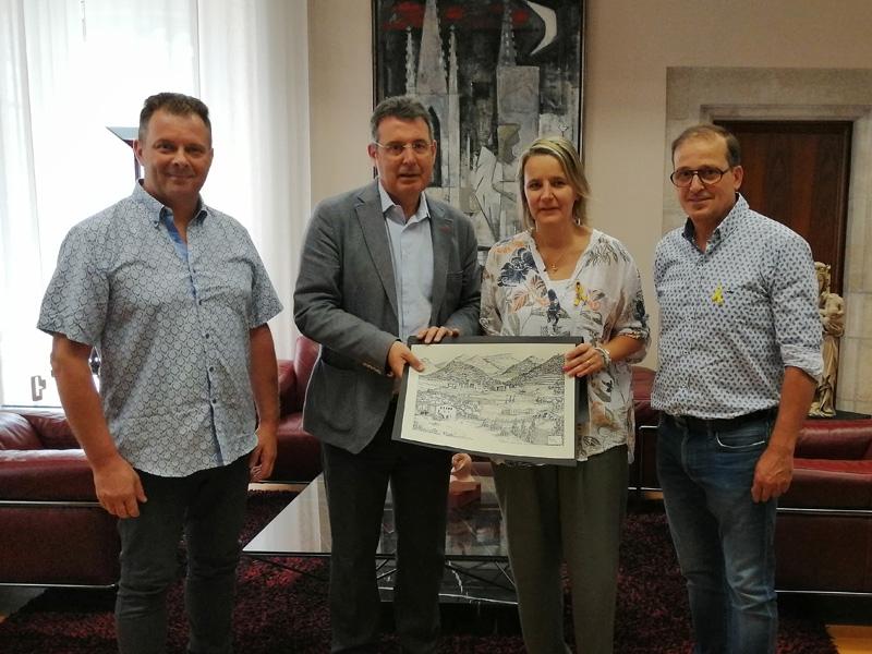 Foto : Miquel Noguer rep l'alcaldessa de Susqueda i l'alcalde d'Osor