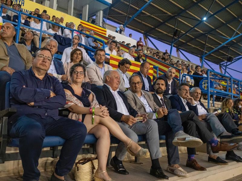 Foto 2 : Miquel Noguer assisteix a la final de la Copa Catalunya Absoluta Femenina a Palamós