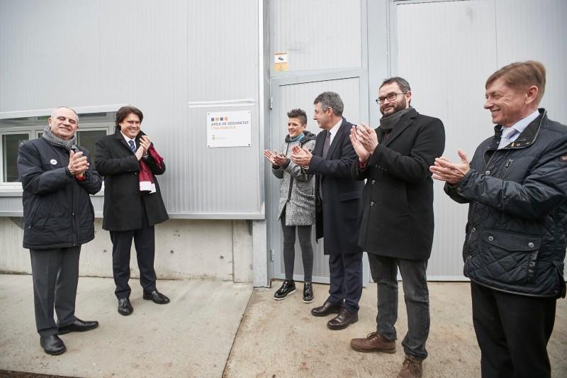 Foto 2 : <p>Inauguraci&oacute; del nou edifici de l&rsquo;&Agrave;rea de Seguretat i Via P&uacute;blica de Ma&ccedil;anet de la Selva</p>