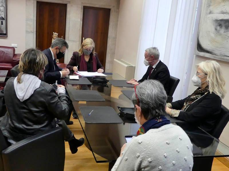 Foto : La consellera Àngels Ponsa fa una visita institucional a la Diputació de Girona