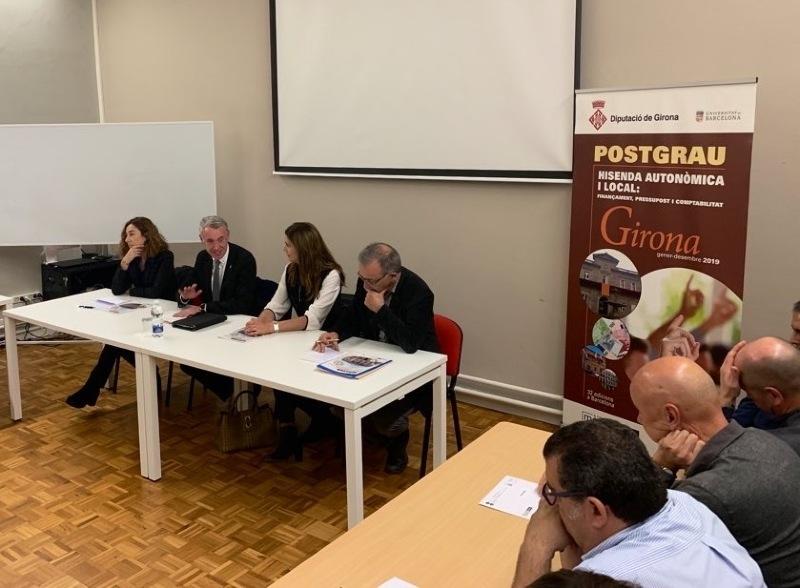 Foto : <p>Cloenda de la primera edici&oacute; del Postgrau 1 en hisenda auton&ograve;mica i local a Girona</p>