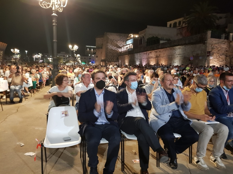 Foto : El president de la Diputació de Girona, en la cloenda del 33è Aplec Internacional d'Adifolk
