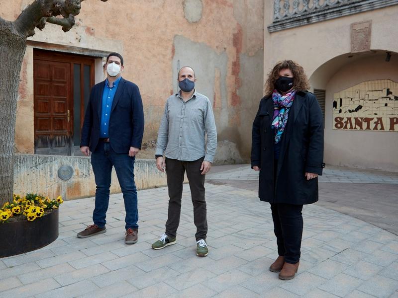 Foto : Pau Presas visita dos municipis garrotxins, Santa Pau i Sales de Llierca