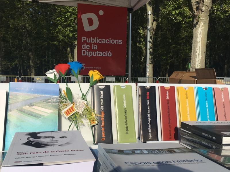 Foto : La Diputació participa a la fira de Sant Jordi a Girona amb una parada amb les seves publicacions