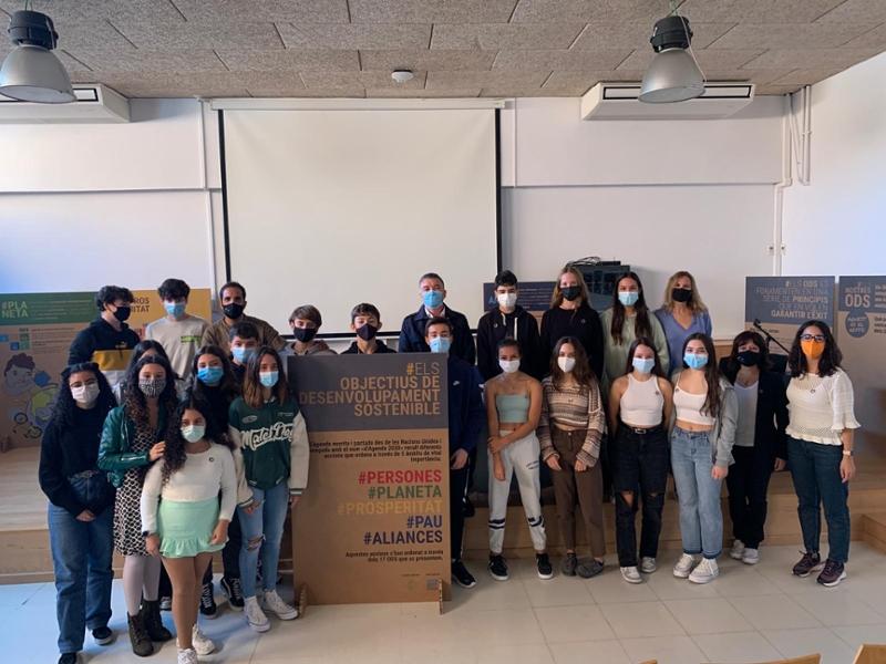 Foto : Joan Fàbrega, diputat de Desenvolupament Sostenible, inaugura l'exposició que els alumnes de l'Institut Narcís Montur