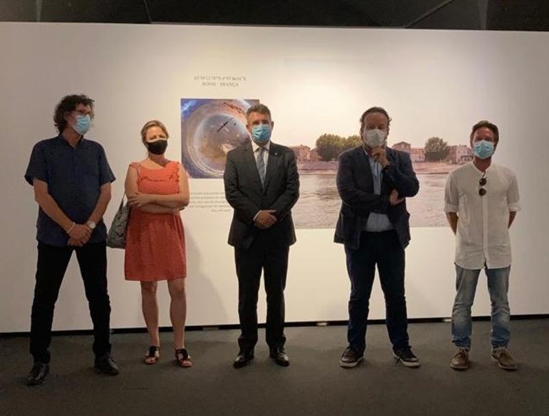 Foto : Miquel Noguer, en l'acte d'obertura d'una exposició del Festival Visa pour l'Image de Perpinyà a la Casa de Cultura</